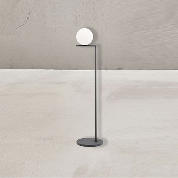 IC F1 Outdoor Floor Lamp