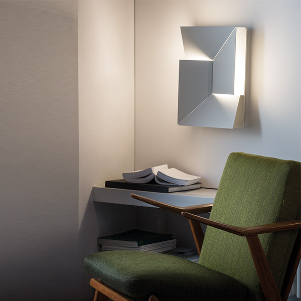 Shadows Moyen Wall Lamp