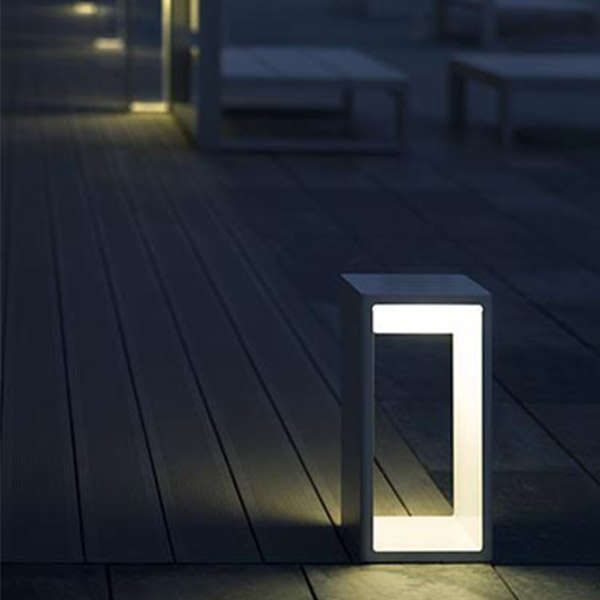 Frame Medium Outdoor Floor Lamp